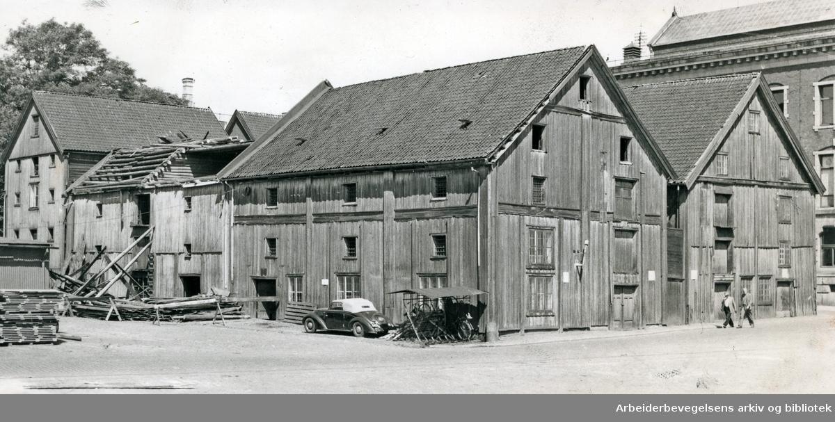 Tollbubrygga på vestsiden av Bjørvika,.omkring 1940