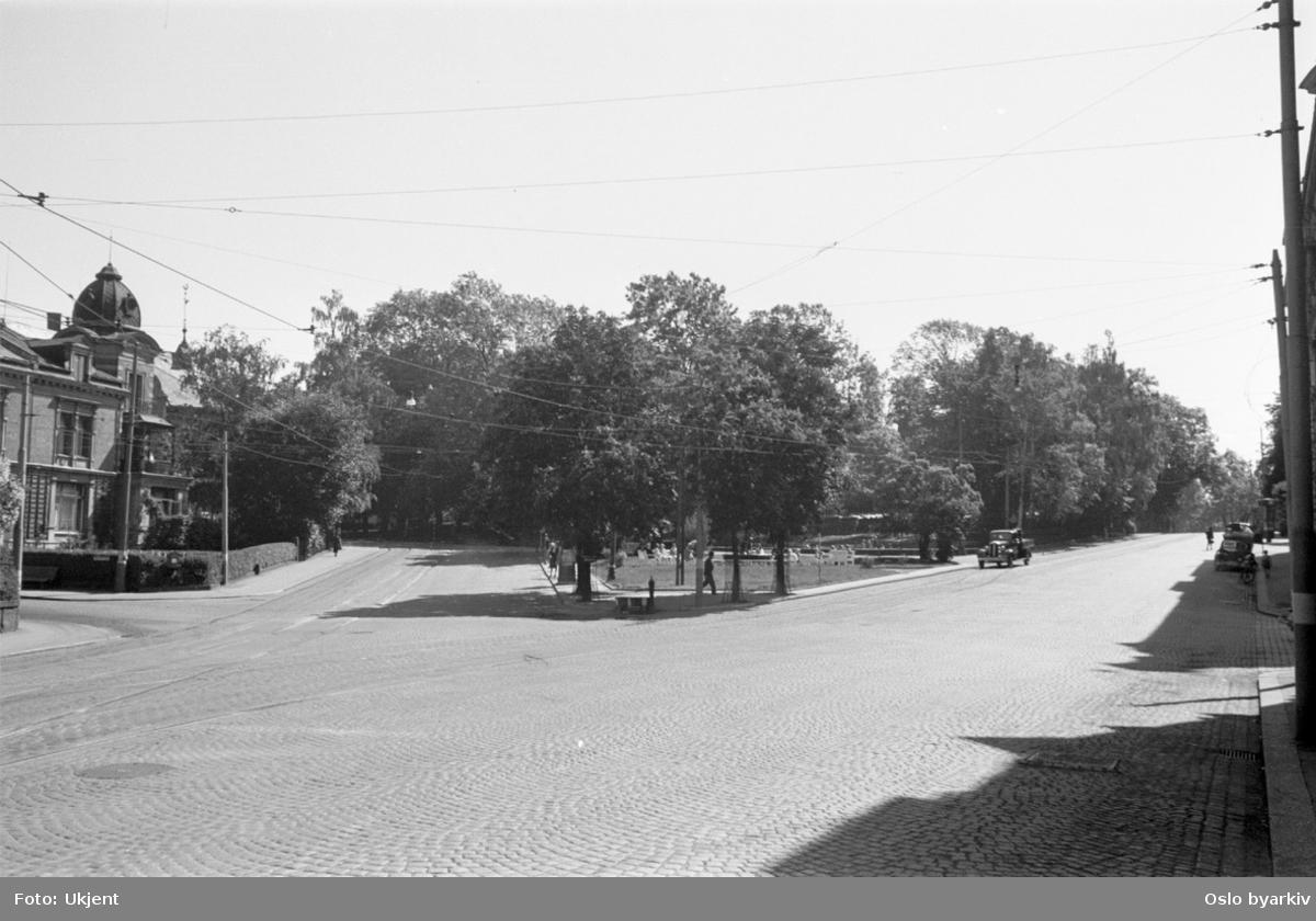 Krysset Drammensveien - Munkedamsveien. Niels Jules gate inn til venstre på bildet.