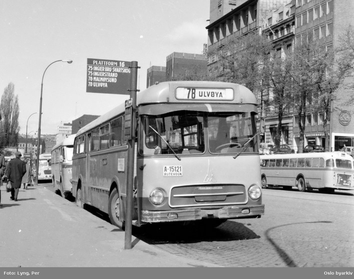 Busser, Ing. M.O. Schøyens Bilcentraler (SBC) buss A-15121 linje 78. Her ved bussterminal i Rådhusgata.