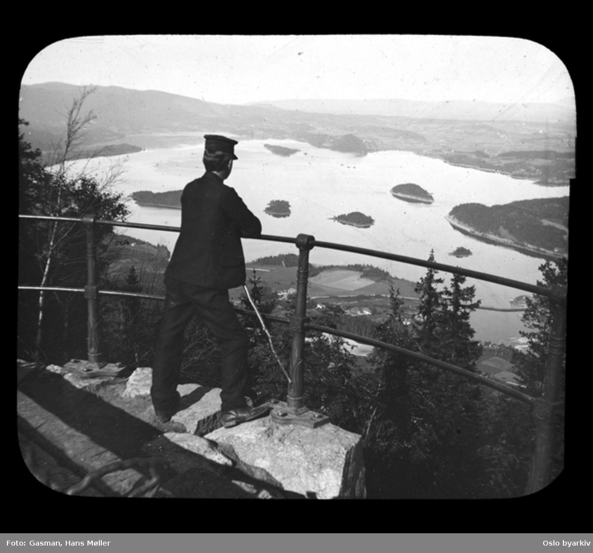En mann ved Kongens utsikt, sannsynligvis 17. august 1902
