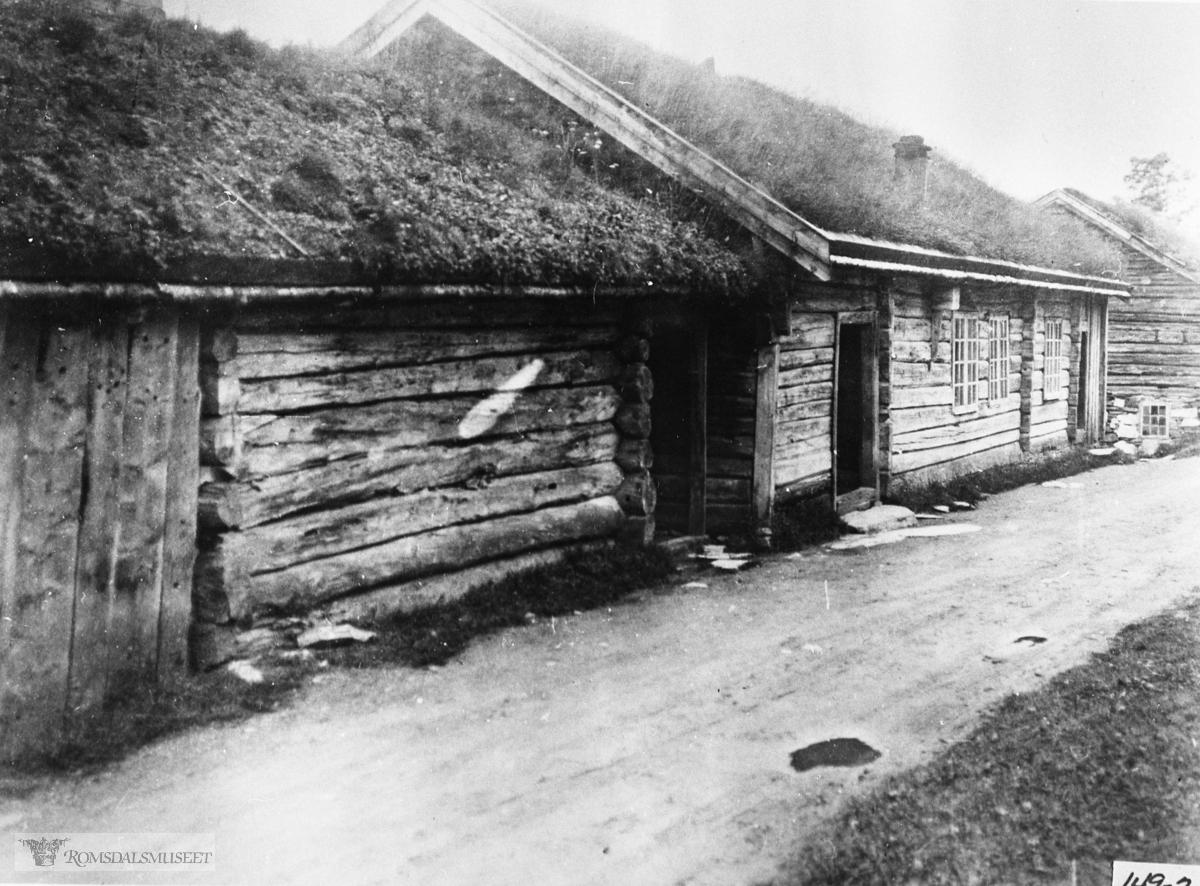 Hammervolltunet i Eidsvåg før flytting. Hammervollstua vart flytta til Romsdalsmuseet i 1927 Løa vart flytta til samme stad i 1982 Stabburet vart flytta i 1987.....