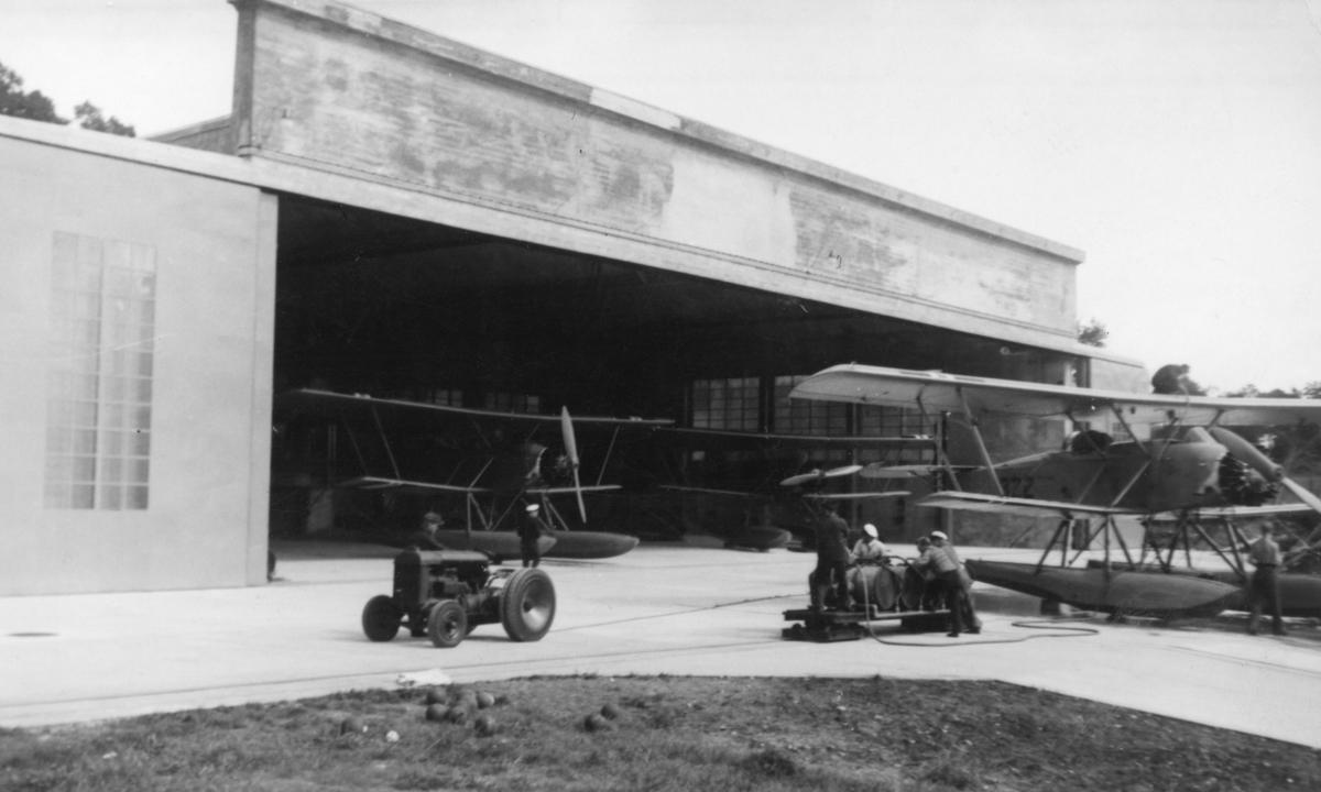 En av 330 skvadronens hangarer på Island.