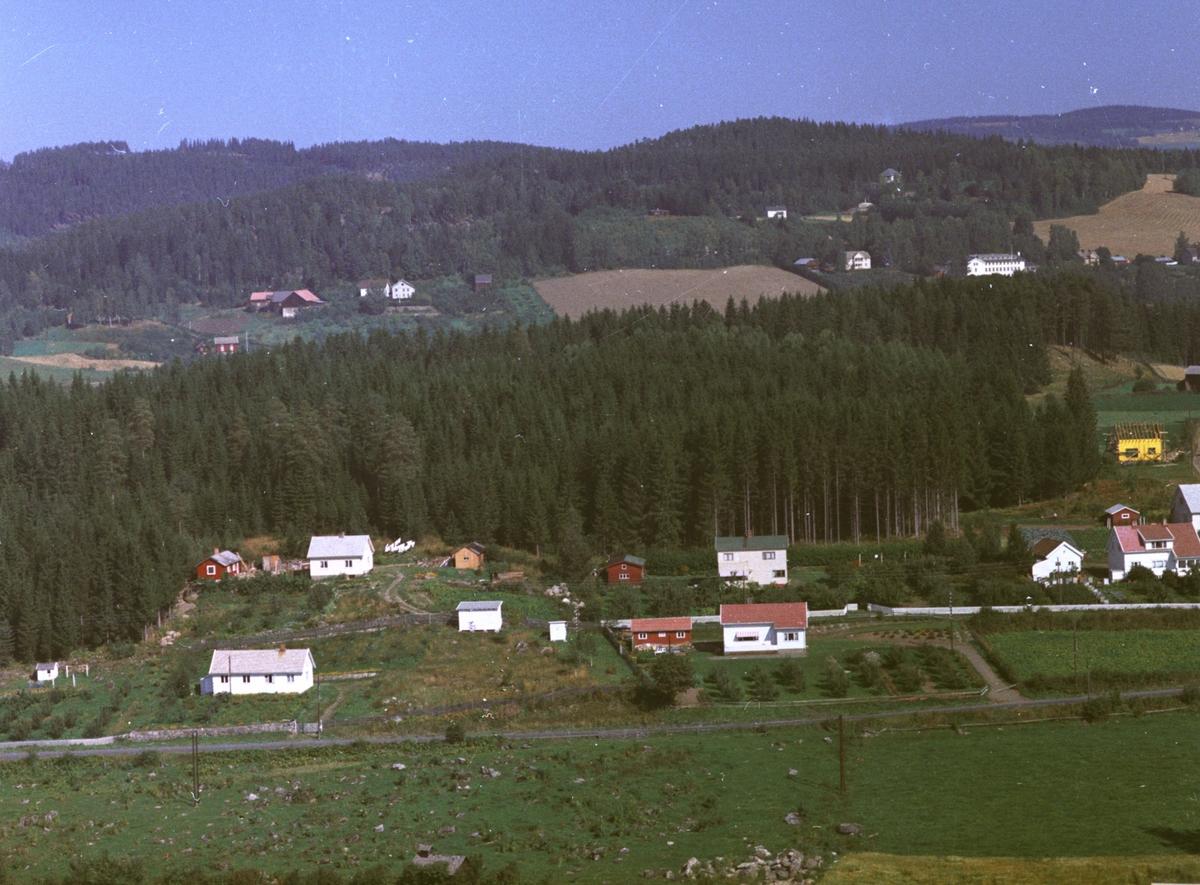 Prestegardskogen. Boligbebyggelse nord for Ringsaker kirke.
