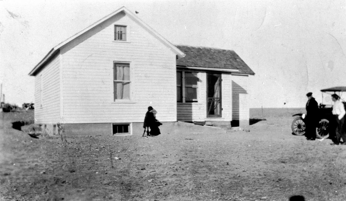 Bolig på farm i Montana, Amerika. Hjemmet til John Swanson og Ragna Evensdatter Raknerud f. 1882, som var fra Raknerud søndre, Helgøya.