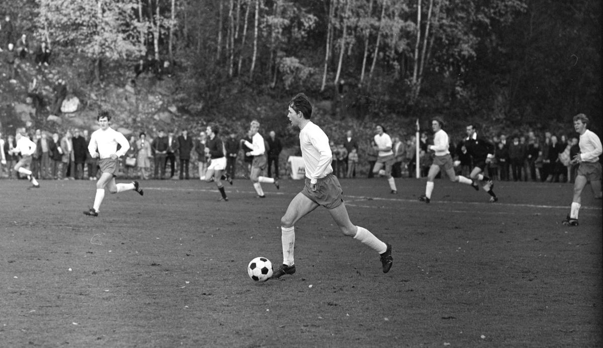 NM Fotball Sveum. Brumunddal. Norgesmesterskapet. Juniorfinalen 11. 10. 1970.  Brumunddal IL -Viking, Stavanger. Knut Skar.