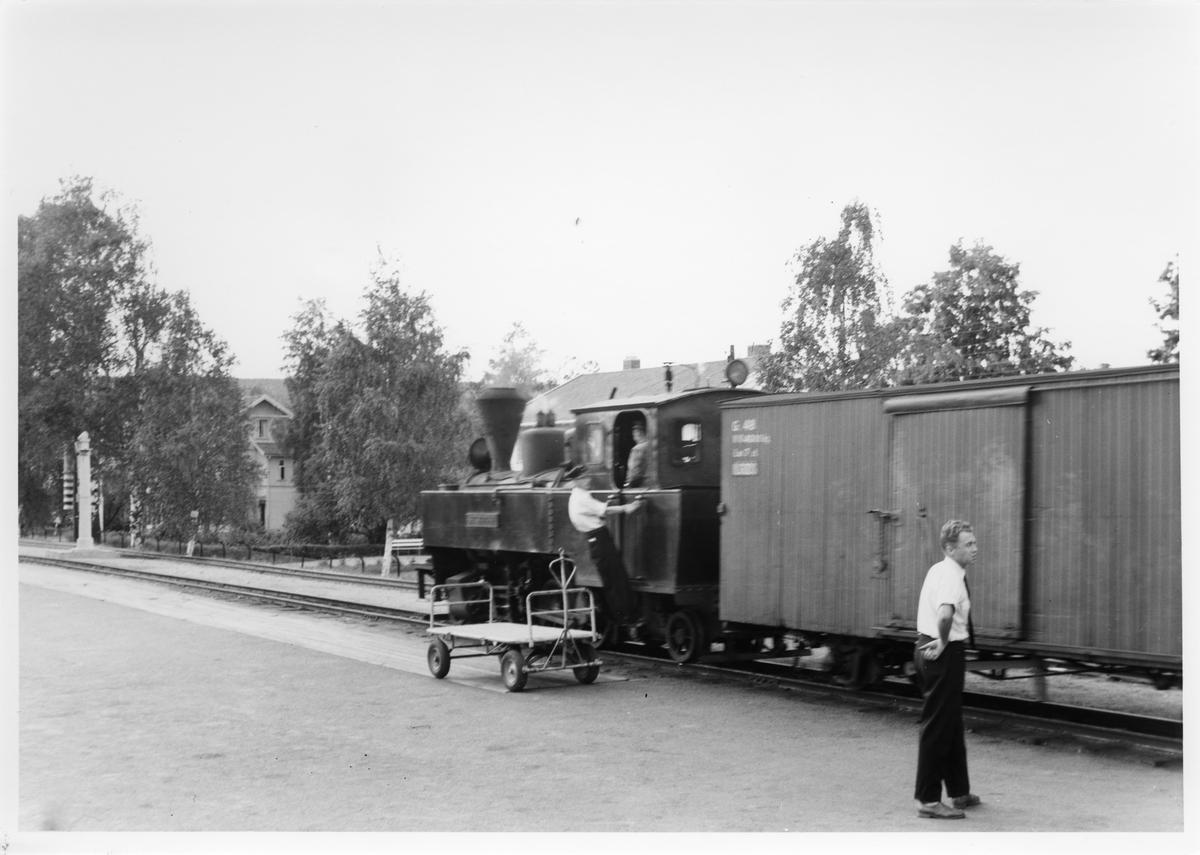 Skifting med lok 4 Setskogen på Sørumsand stasjon.