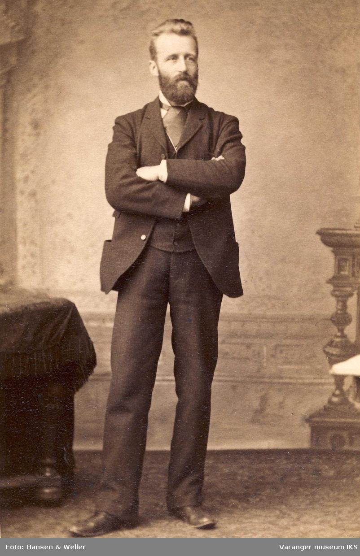 Hans Fredrik Esbensen 35 år med armene i kors 1890.