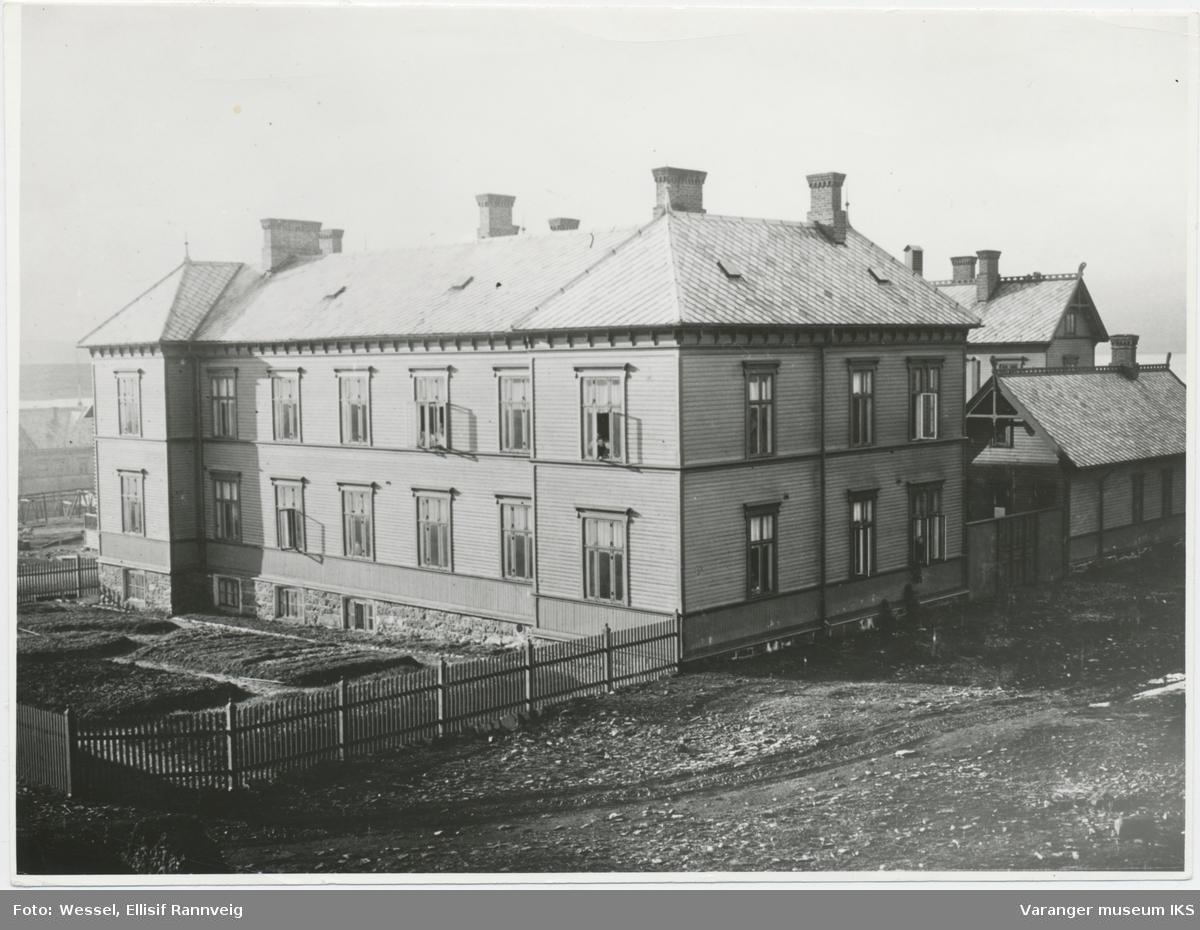 Det gamle fylkessykehuset sett fra sørøst
