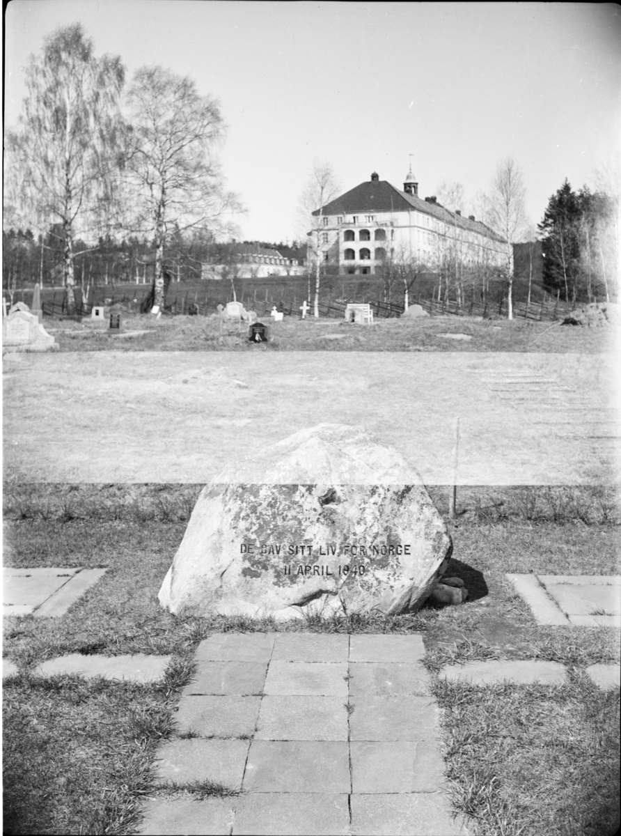 Minnestein over falne 11. april 1940, Elverum kirkegård