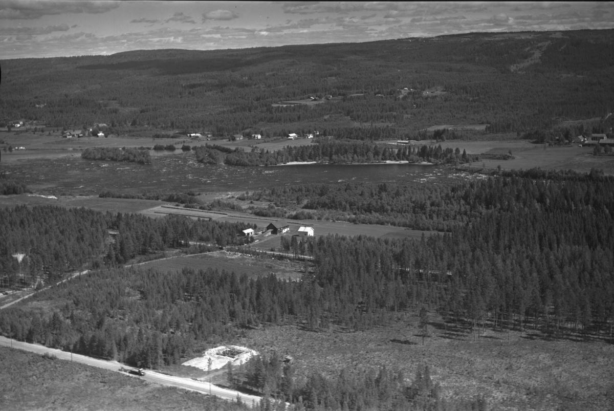 Gravningen (Gnr 14/110) på Grundset. I forgrunnen er Furutun (Gnr 14/151) under bygging (Trondheimsvegen 383).