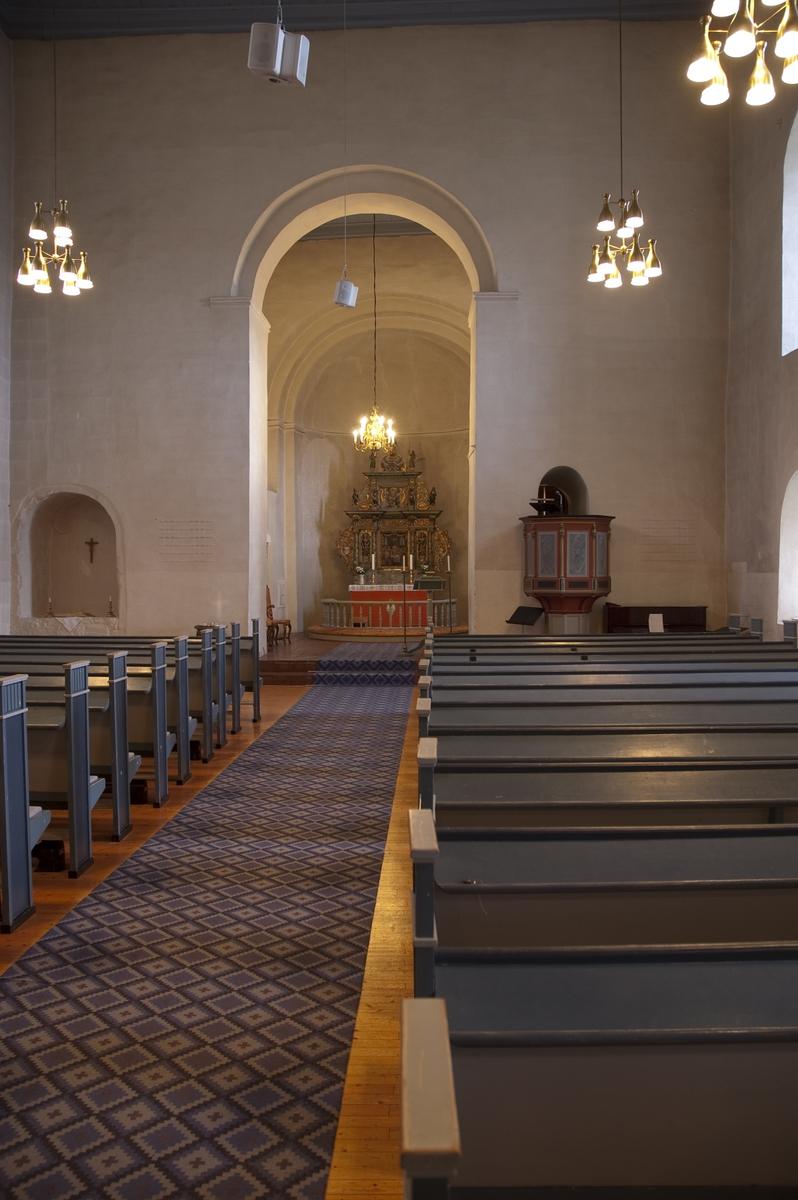 Hoff kirke, interiør. Se Hamar Bispestol 850 år s.