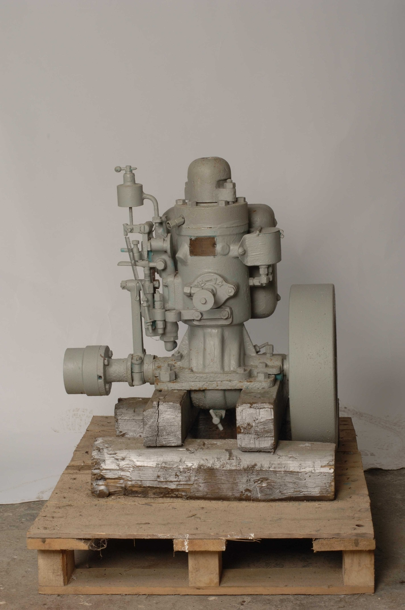Motor av typen Wichmann. Nr. 2432. 2 hk.