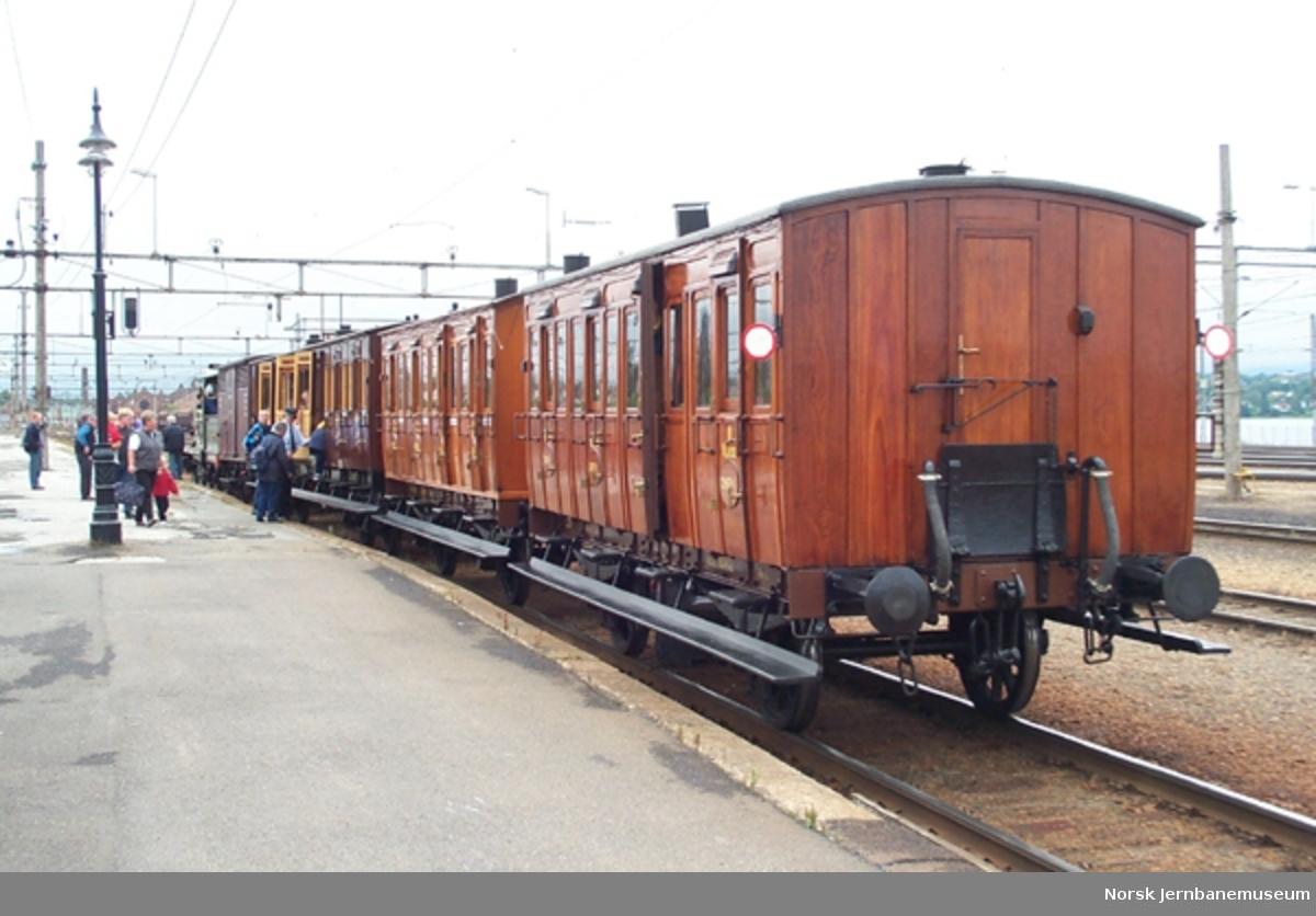 """*Karéttoget"""" - restaurert togsett i kjørbar stand"""