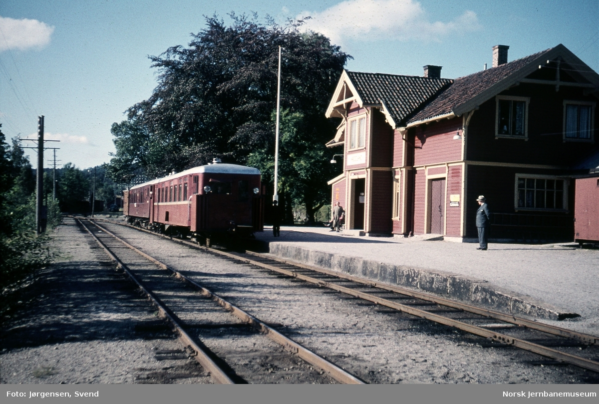 Hægeland stasjon med nordgående persontog 2651