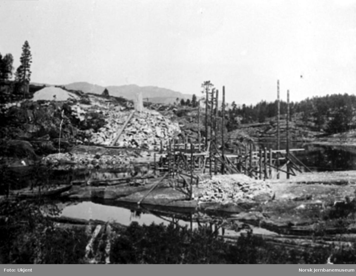 Høgefoss bru; grunnarbeidene pågår