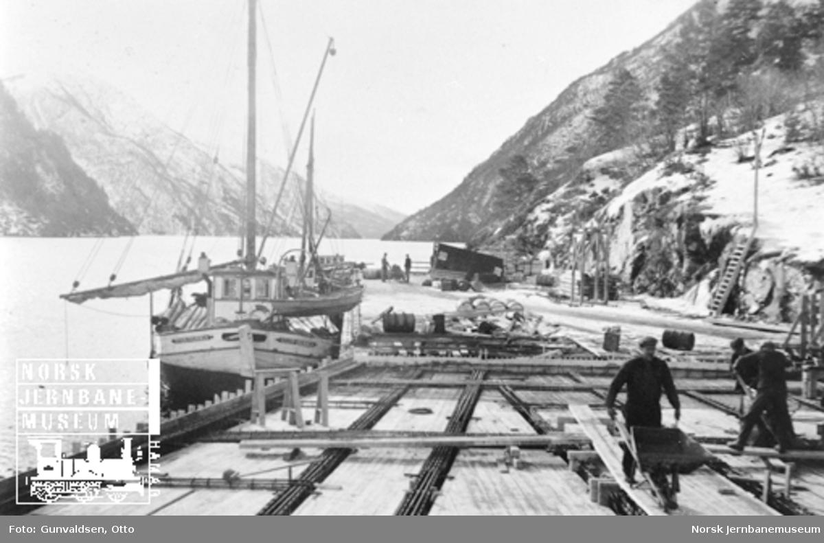 Bygging av NSBs kai på Granvin i regi av A/S Høyer Ellefsen