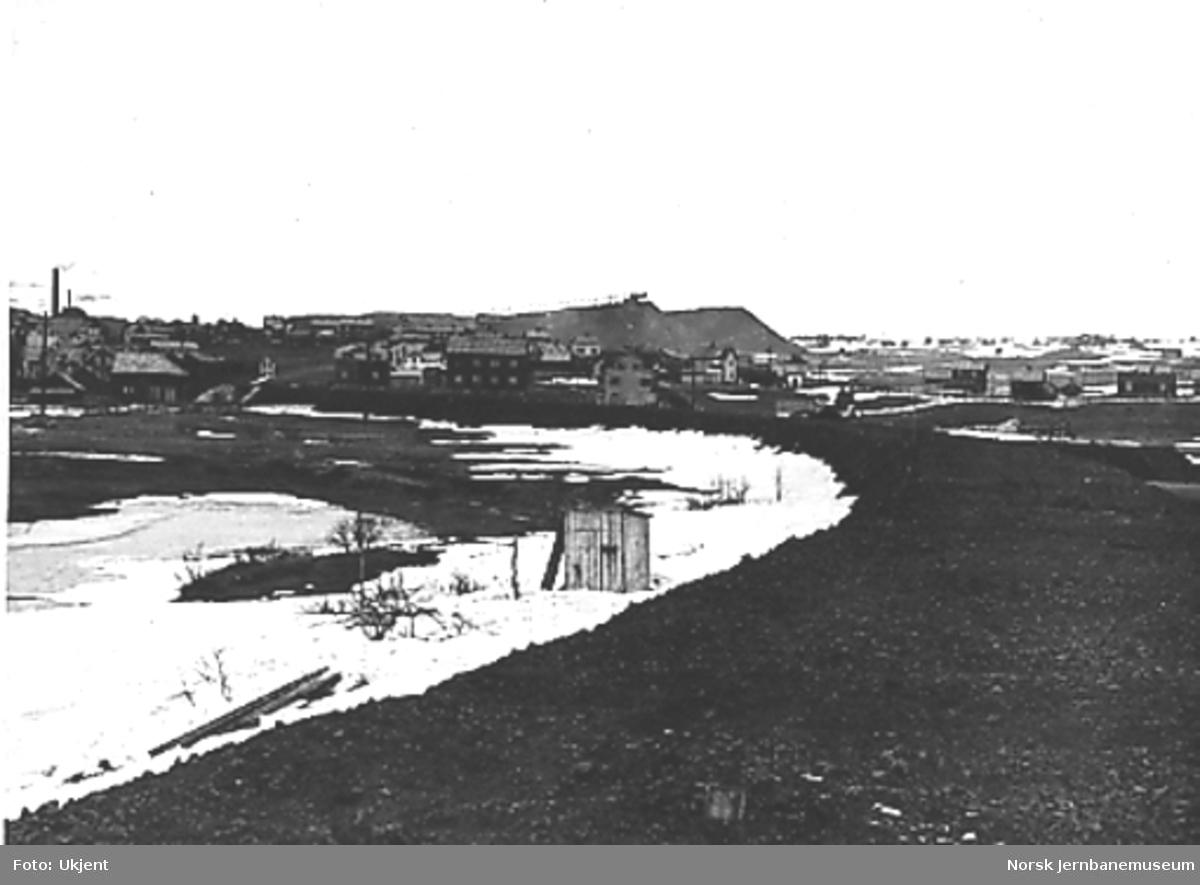 Arbeid med ny linje inn til Røros stasjon, ferdigplanert trasé