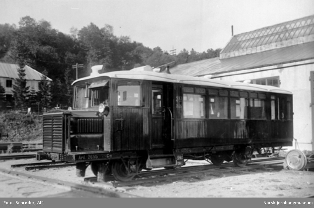 Smalsporet motorvogn til Treungenbanen litra Cmb type 1 nr. 2655 utenfor verkstedet i Trondheim