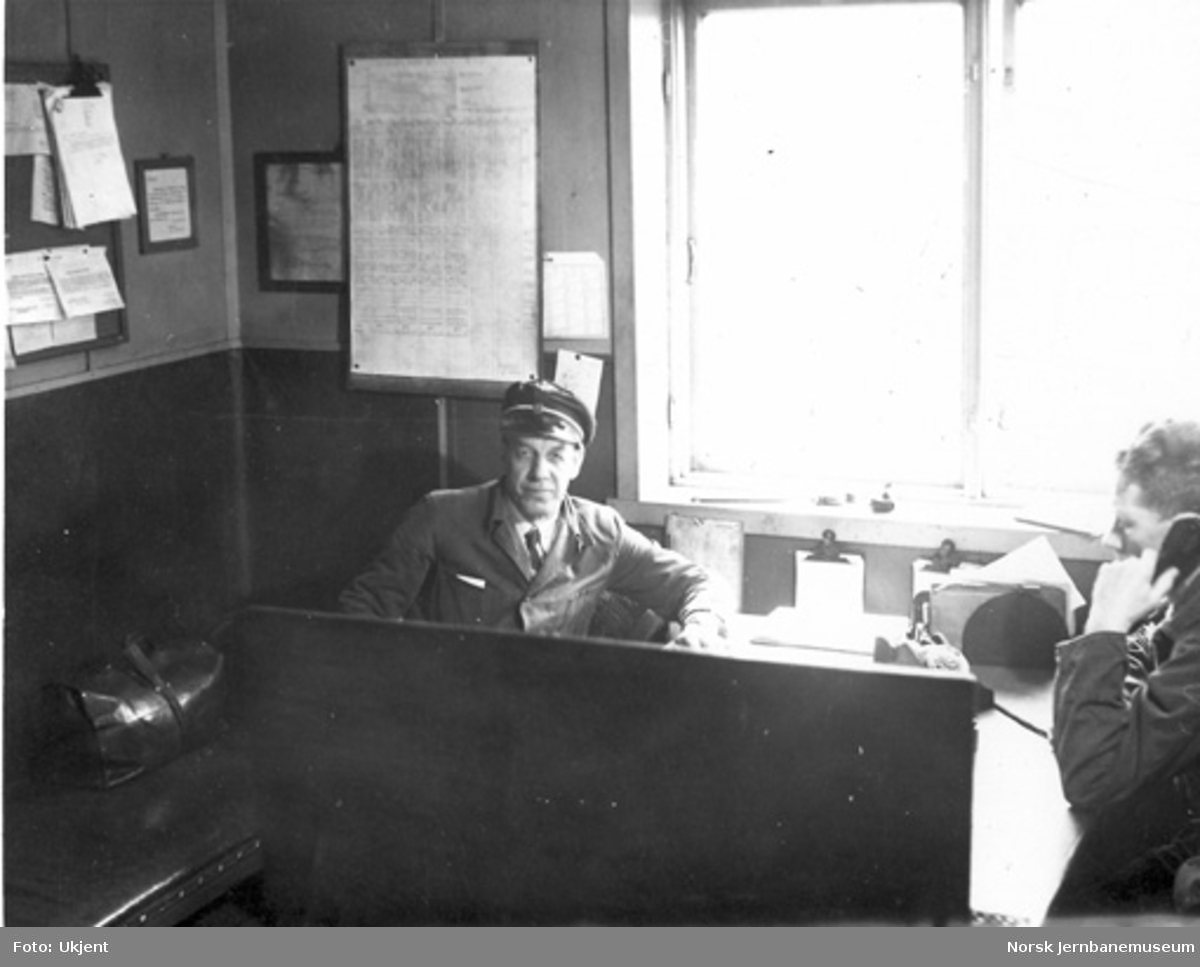 Arve N. Halvorsen på et kontor på Eidsvoll stasjon