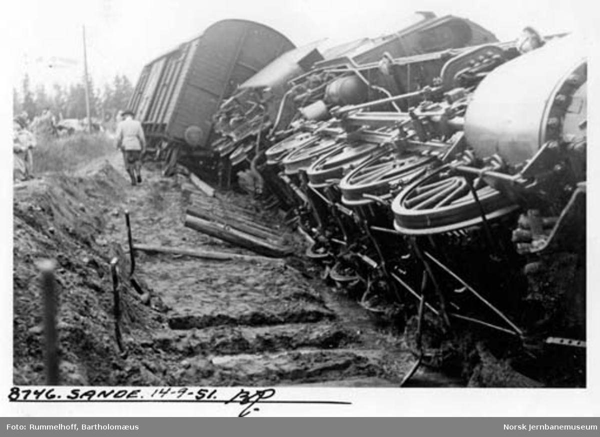 Togavsporing ved Sande :  damplokomotiv type 61a nr. 2303