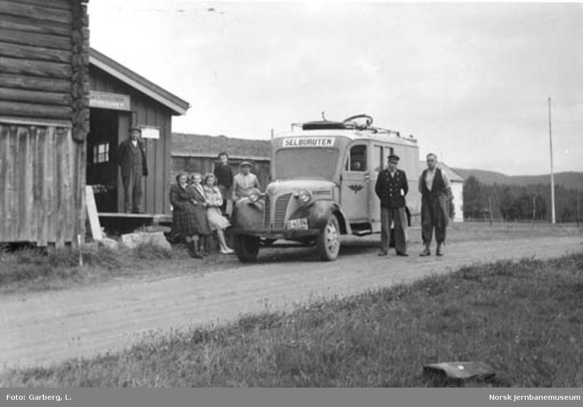 Selburutens godsbuss (postbil) U-4564 ved Storaunet i Tydal