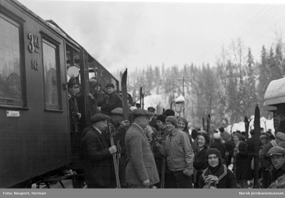 Skiturister går av toget på ukjent stoppested på Gjøvikbanen