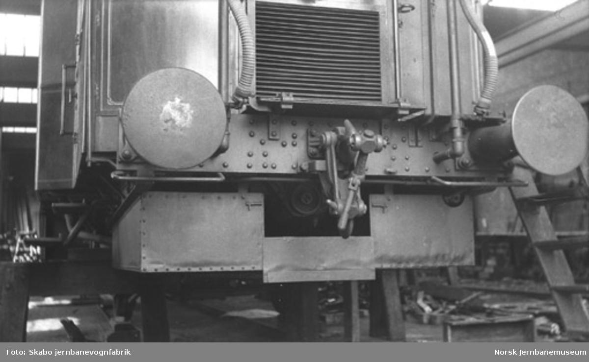 Bensinmotorvogn av AEG-typen, litra Cmb nr. 18212-18213, under produksjon