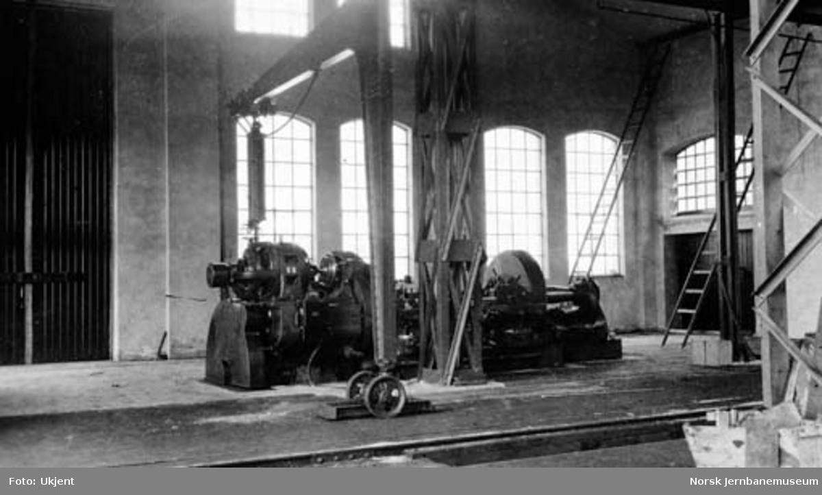 Verkstedet Sundland : vognhjuldreiebenk i vognverkstedet