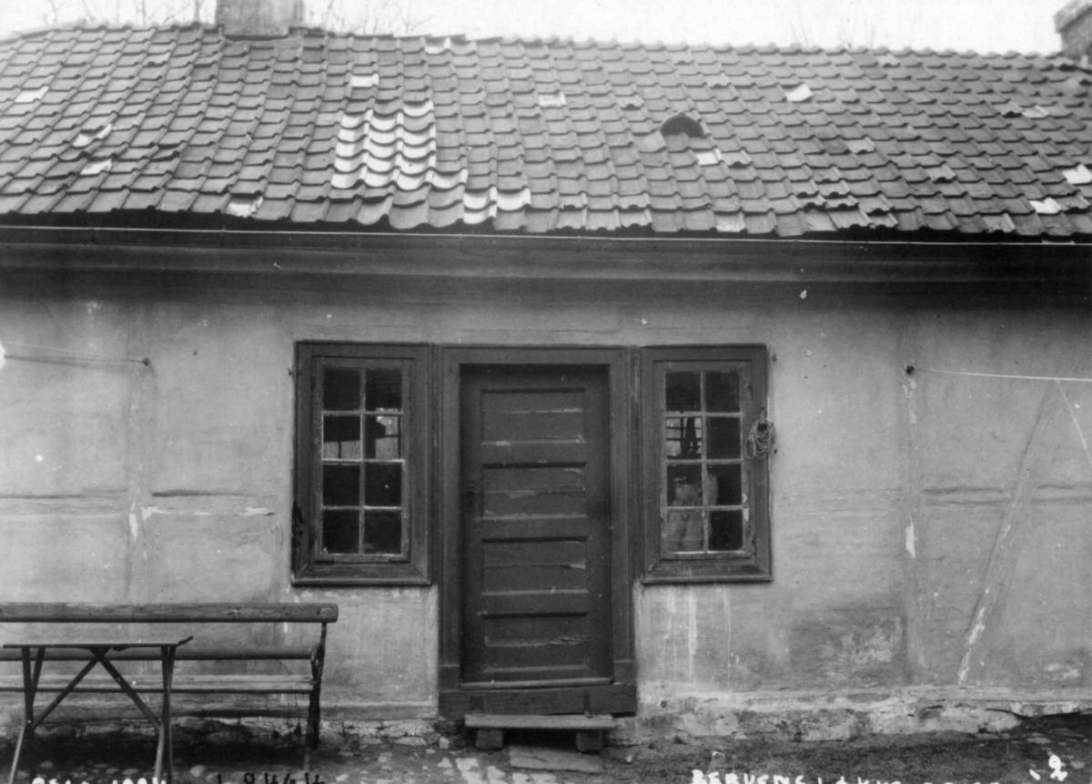 Bervens Løkke, Observatoriegata 2, Oslo 1924. Del av bygning, eksteriør, dør med sidevinduer..