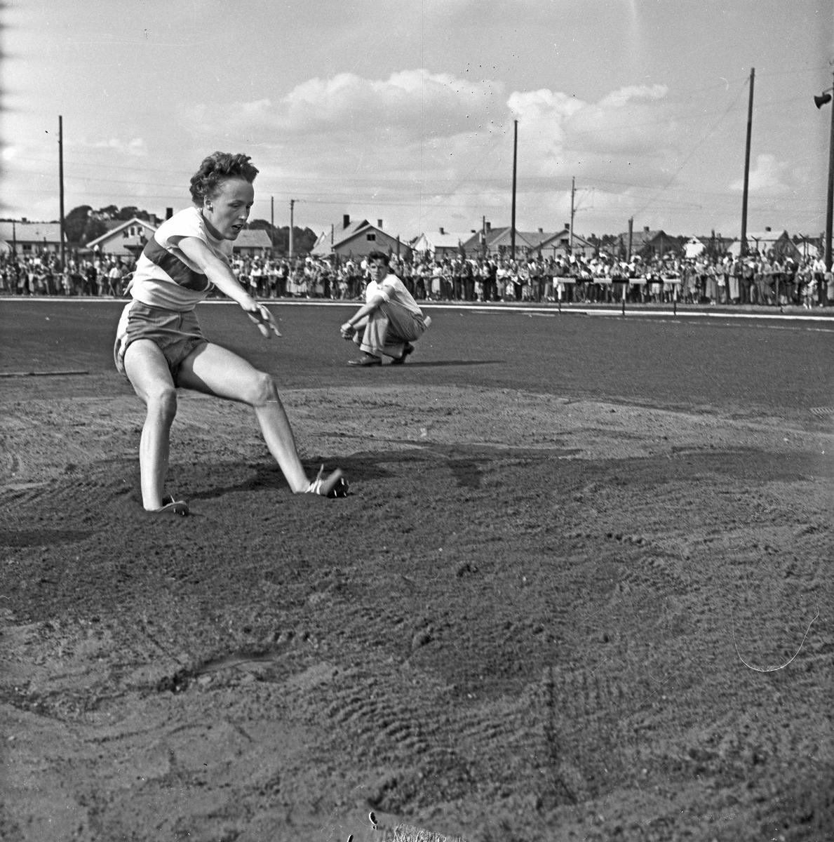 Serie. Norgesmesterskap i friidrett, Sarpsborg, Østfold. Fotografert 1954.