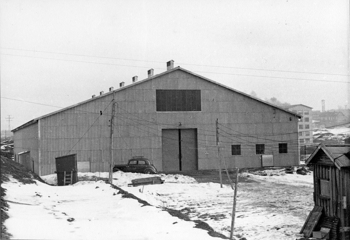 Tiedemanns lagerbygning Kampen I på Kampen 1952. Foto fra byggearbeider foretatt ved J. L. Tiedemanns Tobaksfabrik på Kampen fra sommeren 1951 frem til høsten 1955.