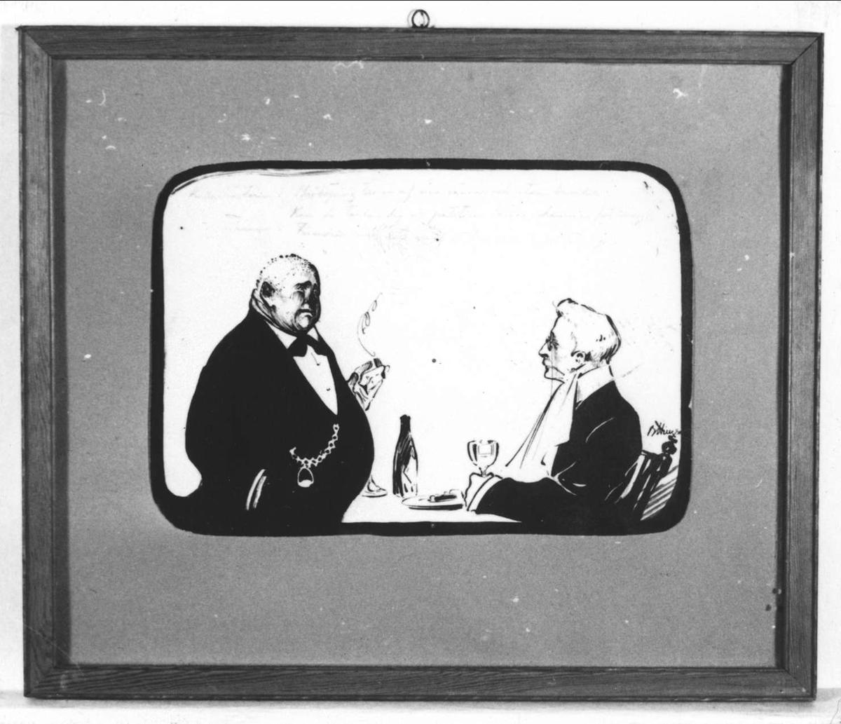Två män samtalar med varandra, sannolikt på en restaurang. Den ene mannen sitter vid ett matbord.