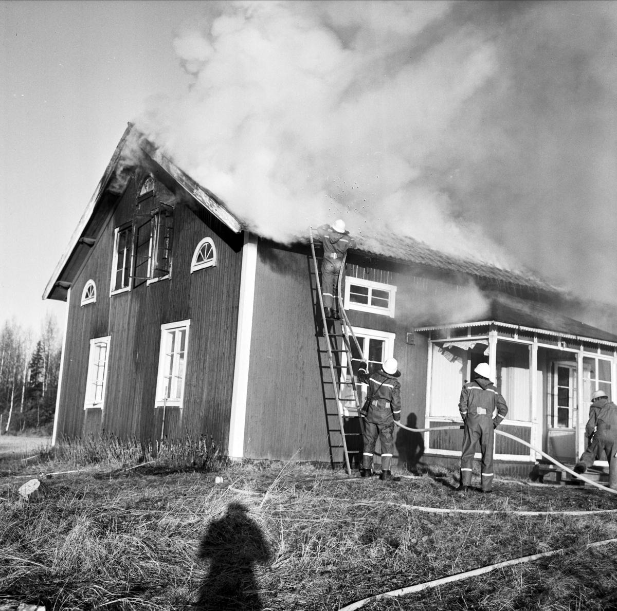 """""""Brand i Tierp på låtsas"""", Tierp, Uppland november 1973"""