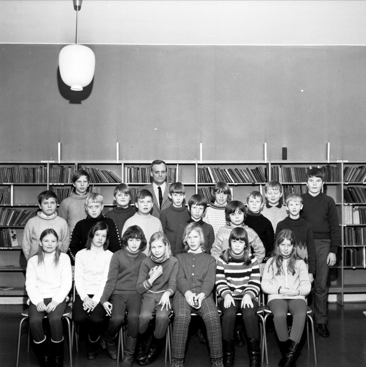 Grupporträtt - klass 5, Bruksskolan, Söderfors, Uppland 1967
