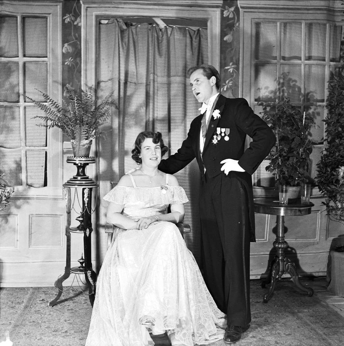 Ateljéporträtt - sannolikt Grunditz, Juvenalorden, Uppsala 1948