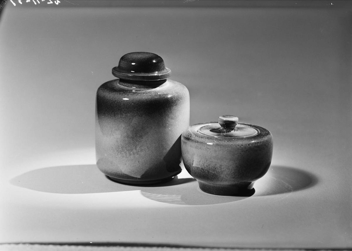 Keramikburkar med lock från Upsala-Ekeby AB, Uppsala 1949