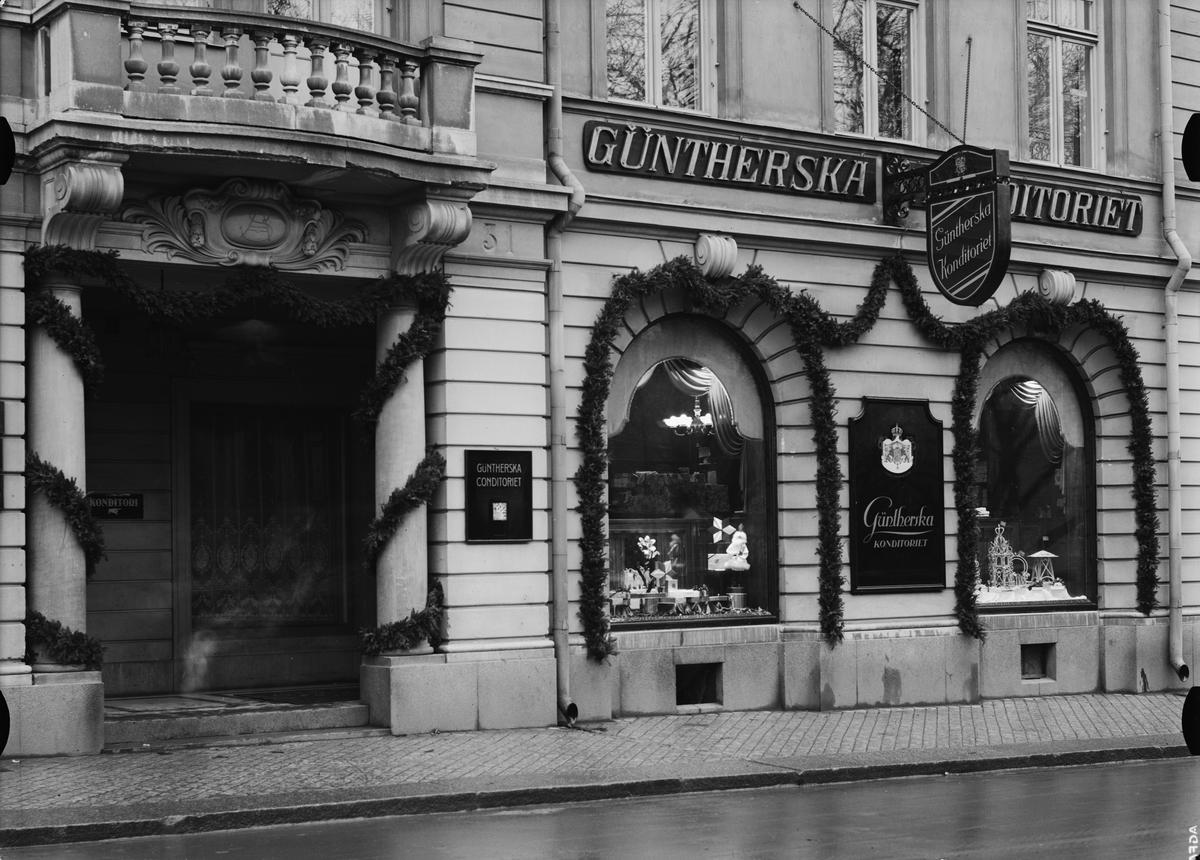 Güntherska konditoriet, Östra Ågatan, Uppsala. Julskyltning december 1934