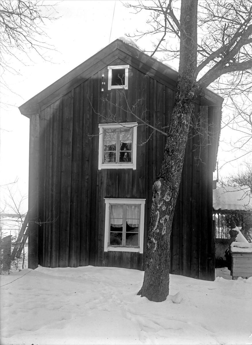 Nyvlastugan - nu på friluftsmuseet Disagården - på ursprunglig plats.