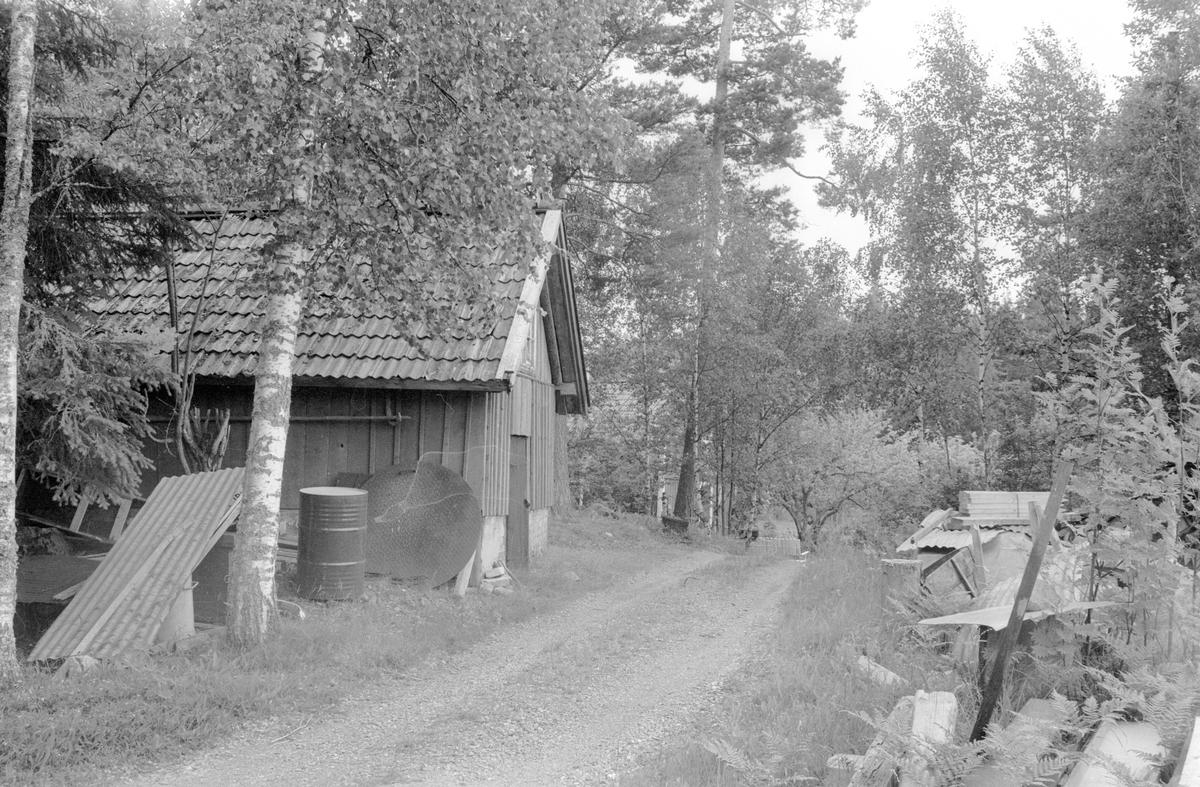 Lada med jordkällare, Vilan, Ekeby 2:2, Lena socken, Uppland 1977