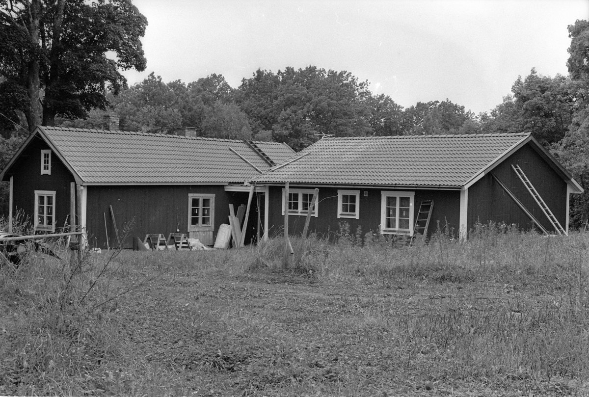Stuga med tillbyggnad, Södra Koltorp, Lena socken, Uppland 1978
