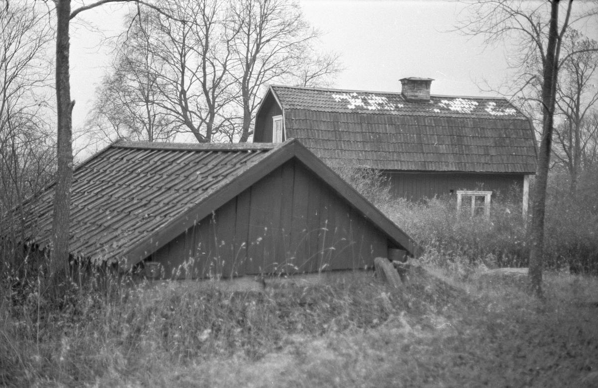 Källare, Knivsbrunna, Danmarks socken, Uppland.