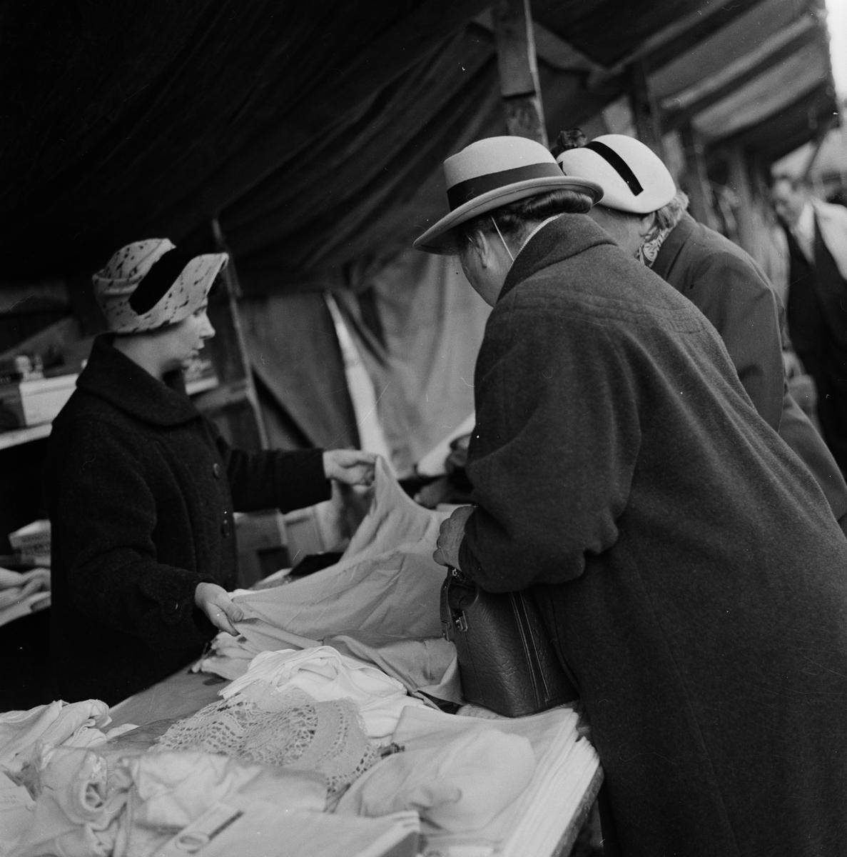 Marknad i Öregrund, Uppland 1955