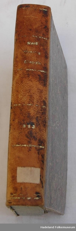 Gullpreget skinnrygg. Marmorerte kartong permer med skinnhjørner. Rikt illustrert