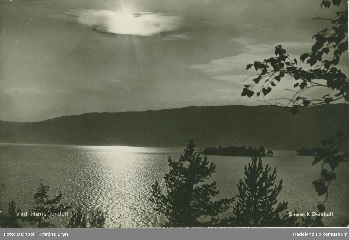 Randsfjorden med Bergøya til venstre og Kongeøya til høyre
