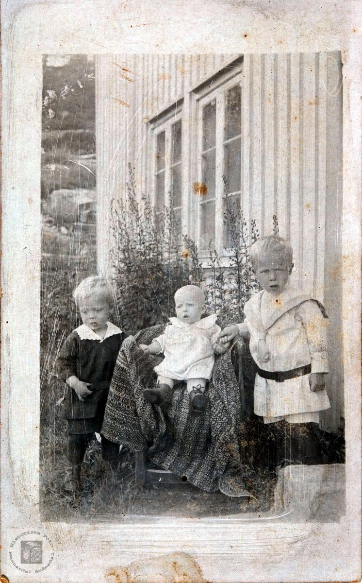 Småbarn på Rosseland i Bjelland.