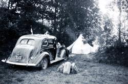 På ferietur med bil og telt, ungdommer fra Grindheim.