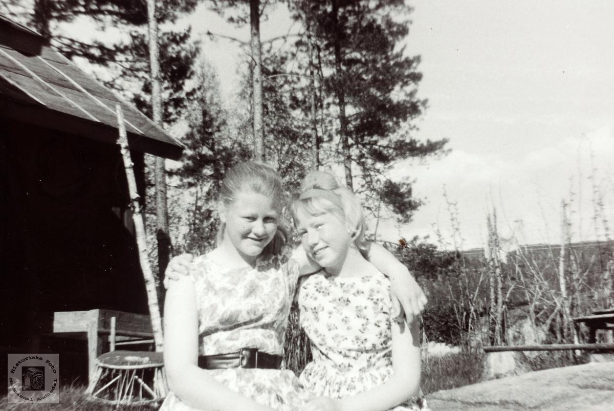 Gode venninner Kari Bransdal og Anna Handeland.