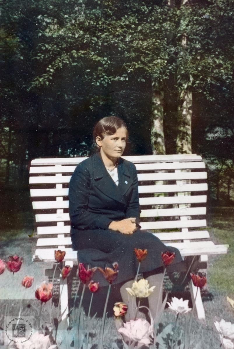 Pauline Håland fra Håland i Audnedal i vakre omgivelser.