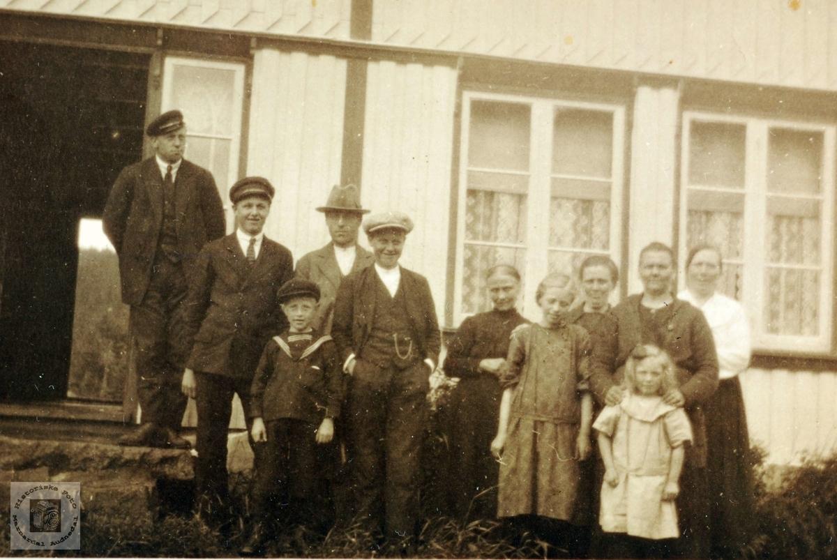 Familiesamling på Seland. Grindheim Audnedal.