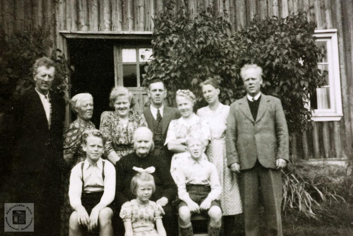 Familiesamling på Ytre Flottorp, Grindheim Audnedal.